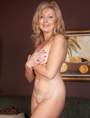 Sexy young mom naked