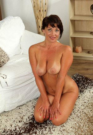 knees hands and Milf on her
