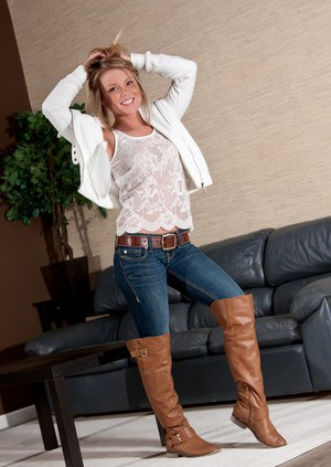 milf in tight jeans   perfect milfs