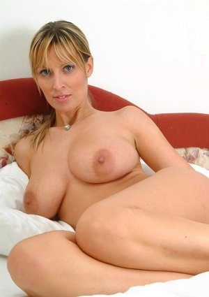 MILF On Knees Pics