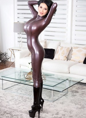 milf in latex
